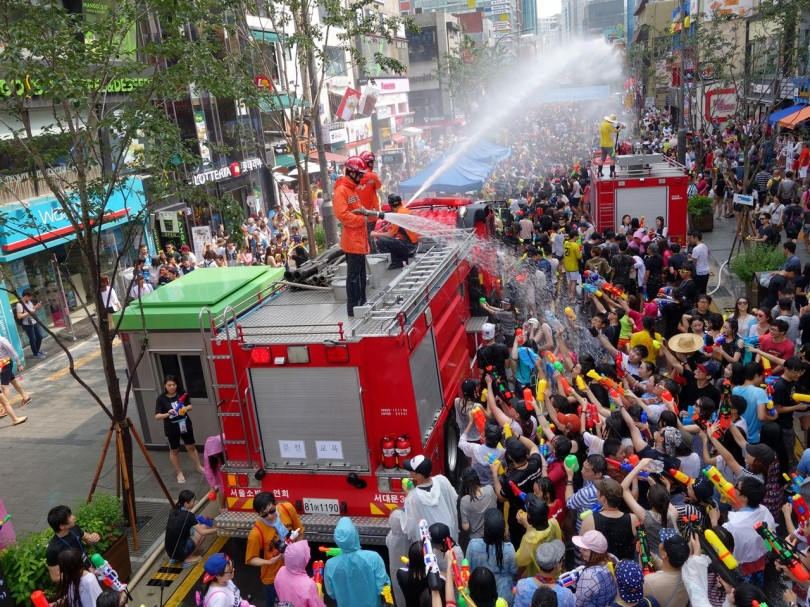 sinchon water festival 2.jpg