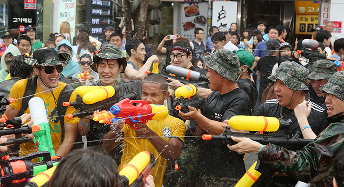 sinchon water festival 4.jpg